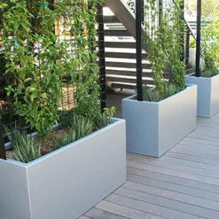 Planter Box Wilshire with screen 1
